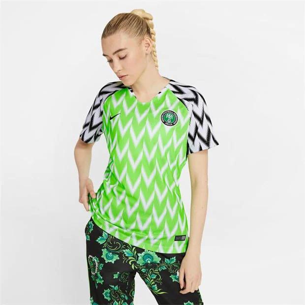 Mẫu áo bóng đá nữ của Nigeria vào năm 2018