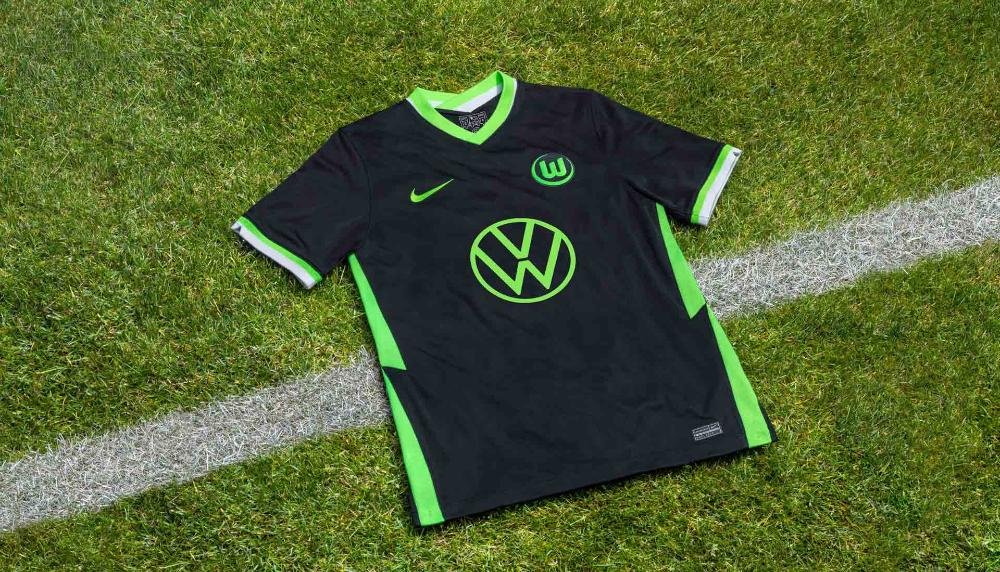 Vị trí 18 của những mẫu áo đá bóng đẹp nhất gọi tên Wolfsburg