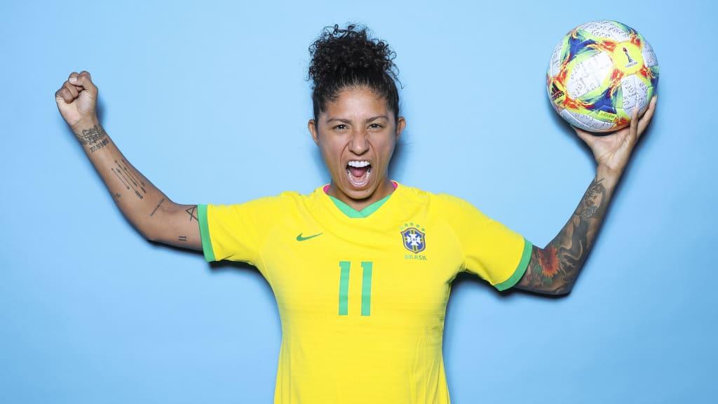 Mẫu áo bóng đá nữ năm 2019 của tuyển Brazil